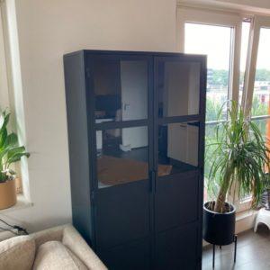 Besi Zwarte Vitrinekast (90x40x180)